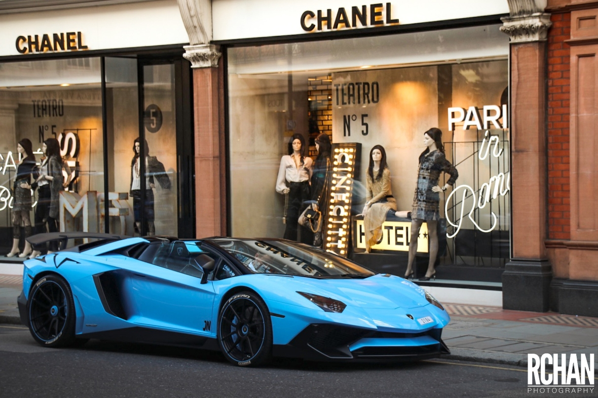 Lamborghini-Aventador-SVRoadster-Qatar.jpg